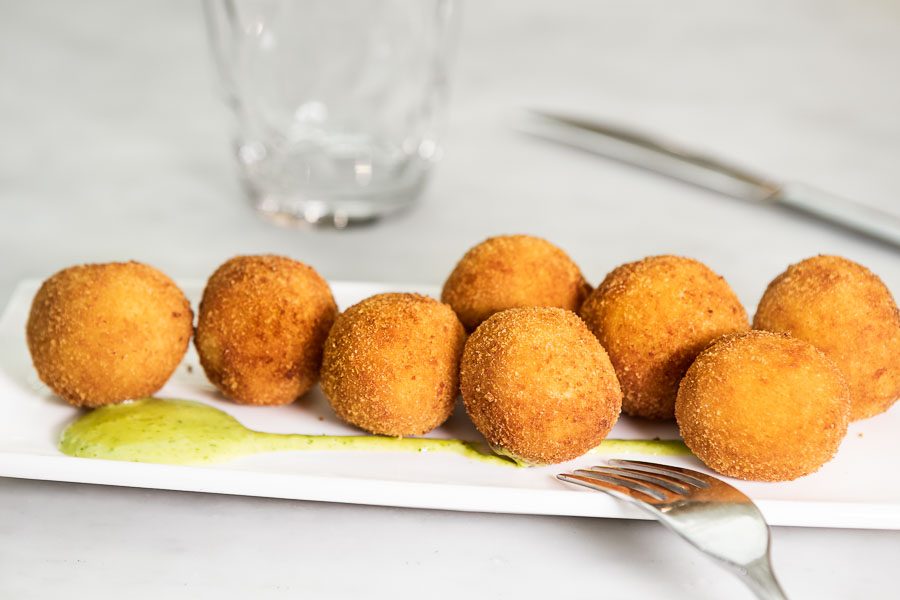 Croquettes filled with garlic shrimp
